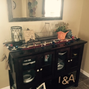 I decorated my dinning room buffet table with some patriotic décor!